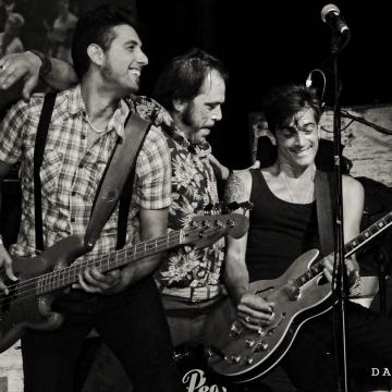 Foto band emergente Super Reverb