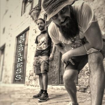 Foto produzione E Cerchiamo Una Cantante Con Esperienza
